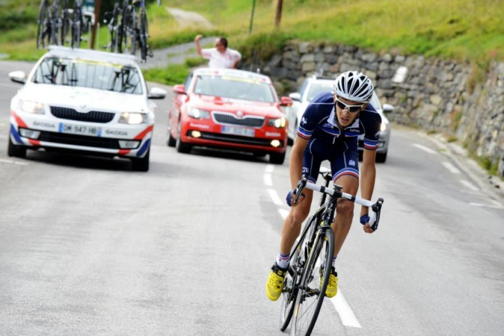 Guillaume Martin supera a montanha, vence a etapa e fica a 3 segundos do líder © James Startt-Agence Zoom