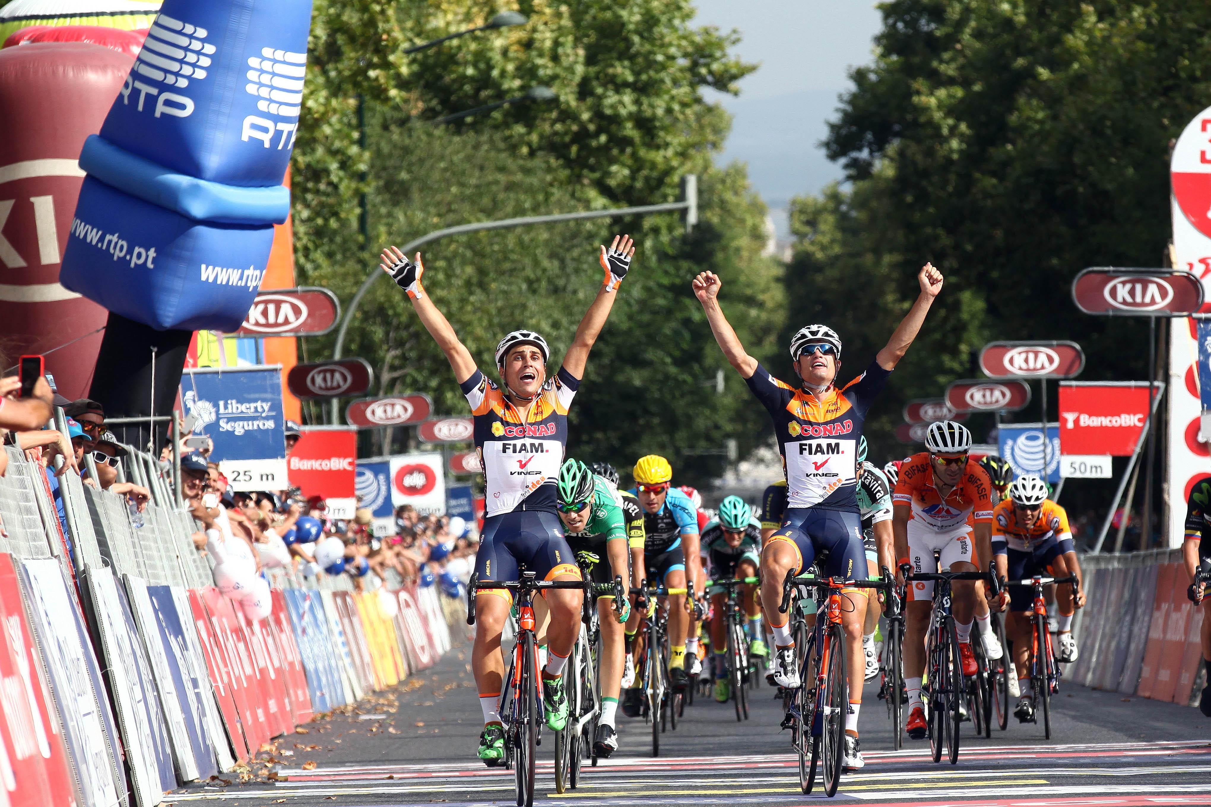 ... Volta a Portugal. Os italianos Maluccelli e Vigano comemoram o sprint  vencedor da última etapa em Lisboa 752f35a0e2417