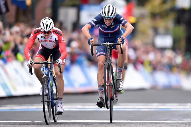 O austíacp Felix Gall  e o francês  Clemente Betouigt-Suire dsiputaram a chegada nos centímetros finais (Tim de Waele / TDWSport.com)