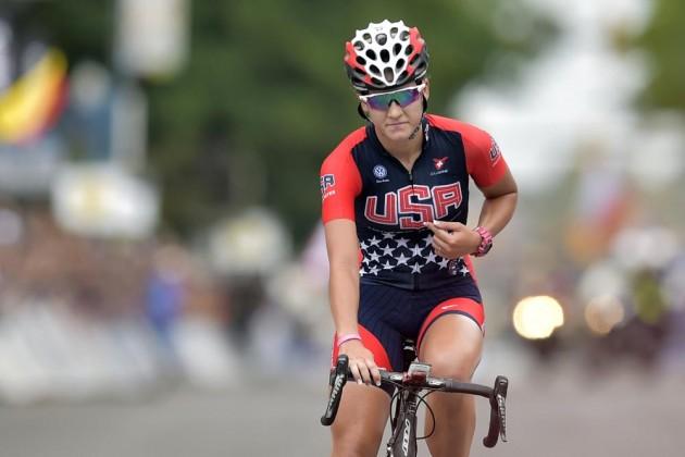 Com muito cuidado e discrição Chloe Digert cruza a linha de chegada e conquista o seu segundo ouro nas provas de estrada do Mundial de Richmond
