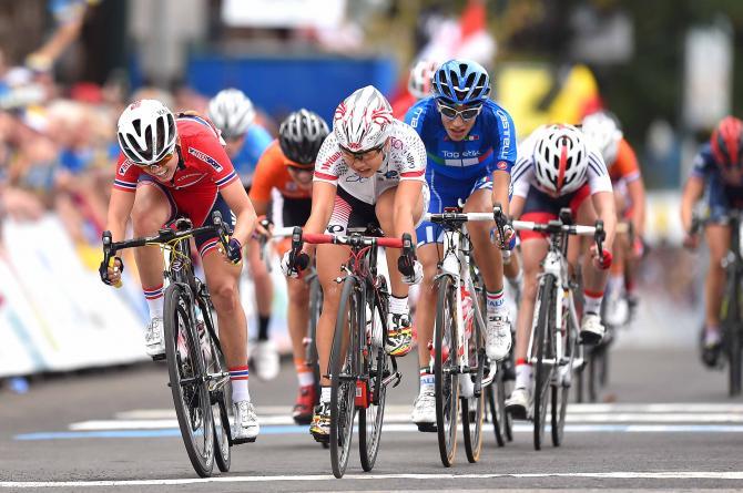 A japonesa Yumi Kajihara supera o pelotão europeu na disputa pelo 4º lugar. Foto: Tim de Waele /TdWSport