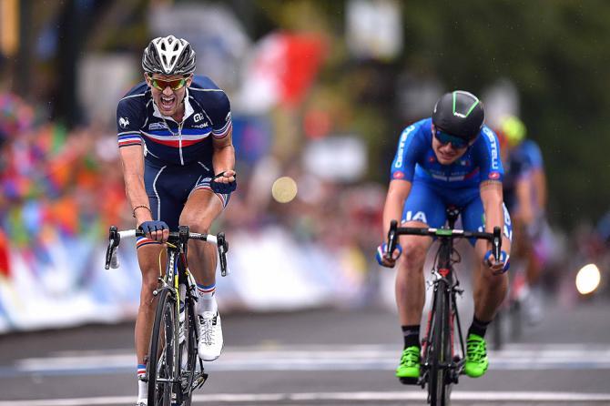 Ledanois comemora o ouro. Consonni ficou com a sensação de que por uns metros a mais superaria o francês. Foto:Tim de Waele / TDWSport.com