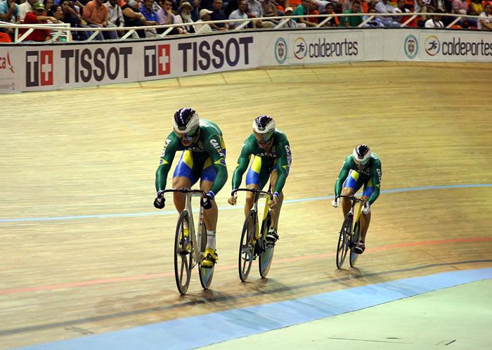 Osteti, Cipriano e Freitas conquistam o bronze na Velocidade por Equipes foto: Divulgação