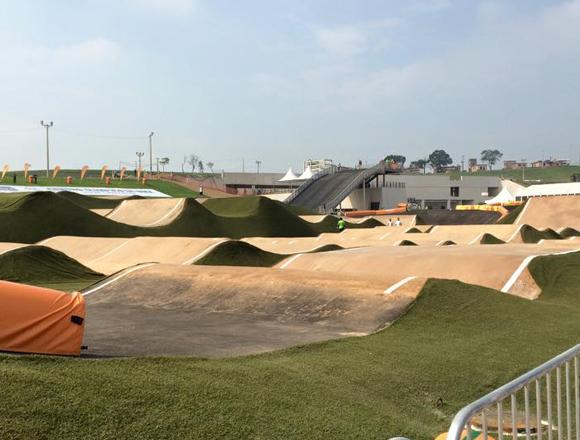 Rampas com entradas (lips) e saídas fora de padrão parecem mais com uma pista de Dirt Trail - foto: BMXNews