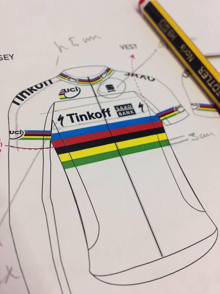 Na prancheta o desenho da nova camisa do campeão do mundo Peter Sagan foto:Sportful