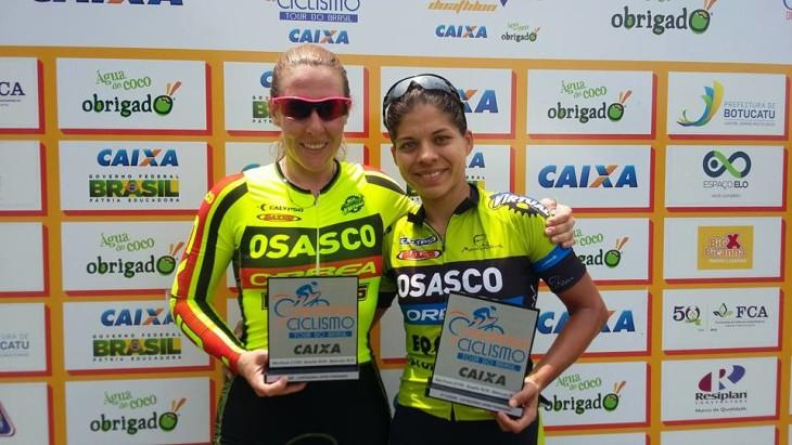 Gisele Gasparotto, campeã da elite feminina da Copa América de Ciclismo e Viviane Lourenço, vice-campeã da terceira etapa da competição