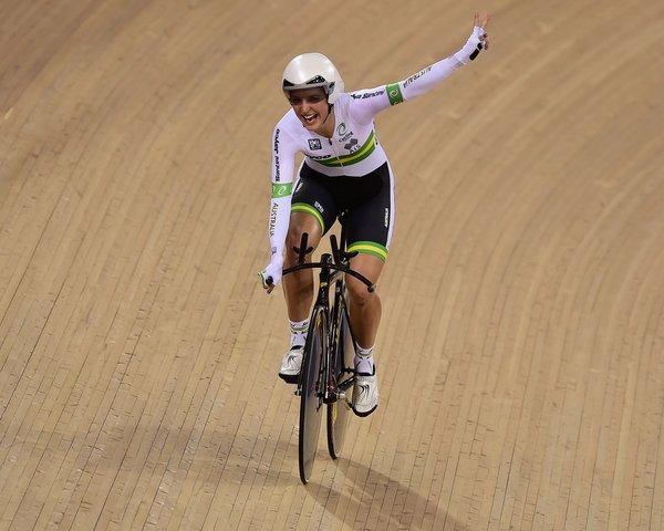 Rebecca Wiasack conquista seu segundo maillot arco-íris consecutivo. Campeão da perseguição na Fran em 2015, repete o feito em Londres 2016. foto-Getty Images Sport