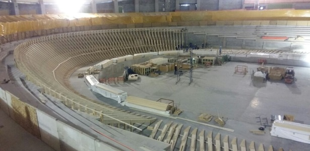 A montagem da pista de madeira começou no último dia 22 de março