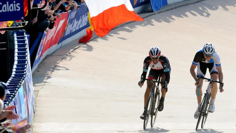 PR2013: Cancellara e Sep Vanmarcke disputam o sprint no velódromo de Roubaix