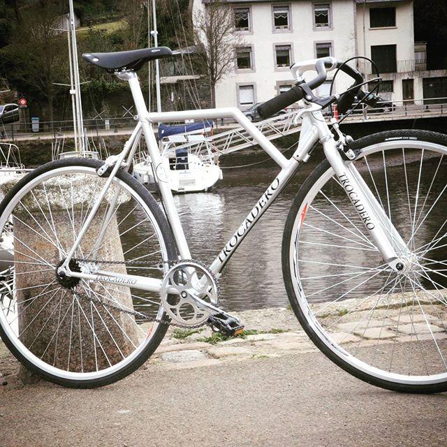 Parece uma bicicleta normal, mas não é