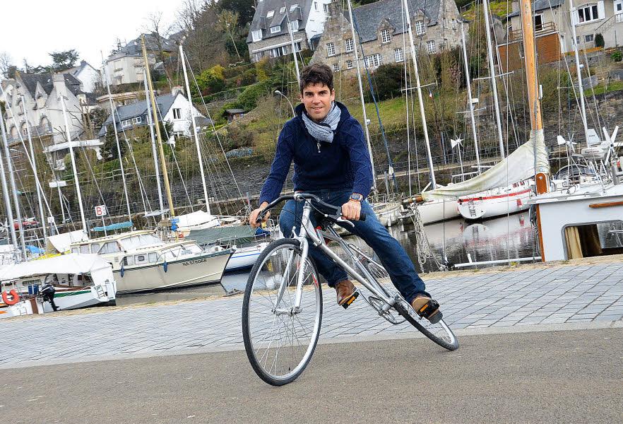 O ciclista profissional da FDJ Johan Le Bon e a sua Trocadero