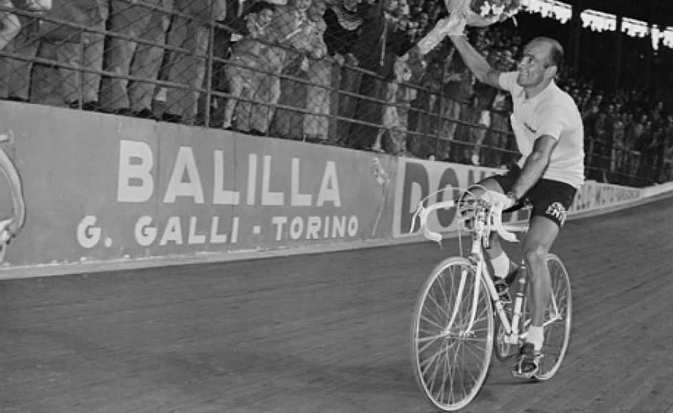 Em 1955 a chegada da última etapa do Giro vendido por Fiorenzo Magni aconteceu no Vig