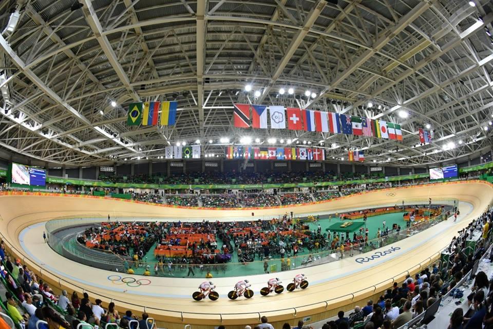O velódromo olímpico do RIO2016 em seu primeiro dia de competições ©UCI/Watson