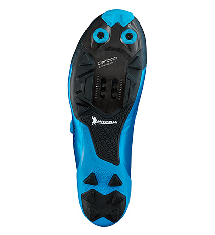 Solado da XC9 foi desenvolvido em parceria com a Michelin