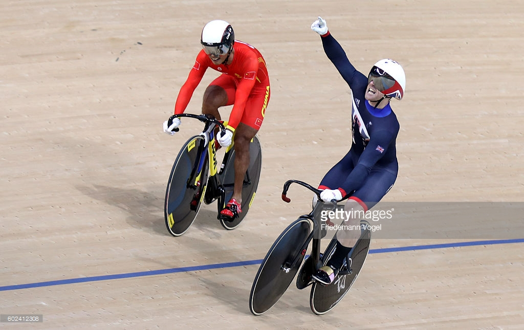 Jody Cundy-C4 comemora a vitória sobre o chinês Xinyiang Liu-C5na prova da Velocidade por Equipes mista - foto: Friedmann Vogel/Getty Images