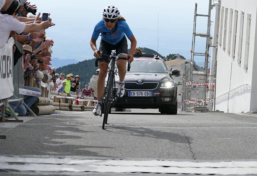 Um bom público compareceu à chegada no Mont Ventoux - foto: TCFIA