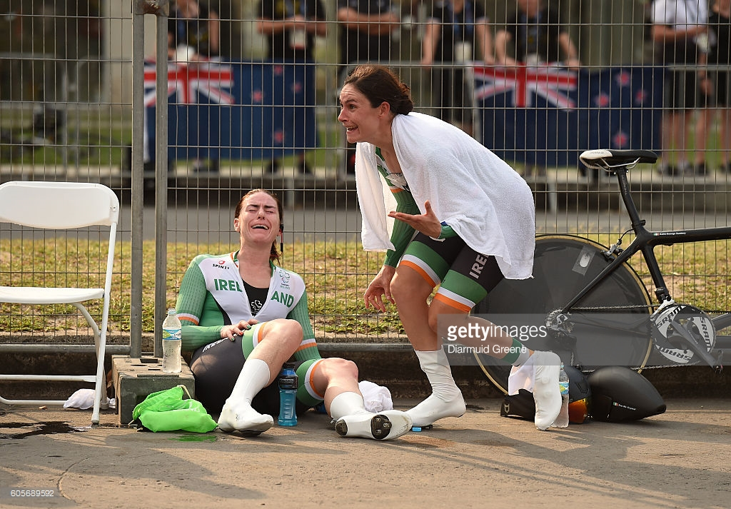 Katie Dunlevy e Evelyb McCrystal comemoram o ouro - foto: Diarmuid Green/GettyImages