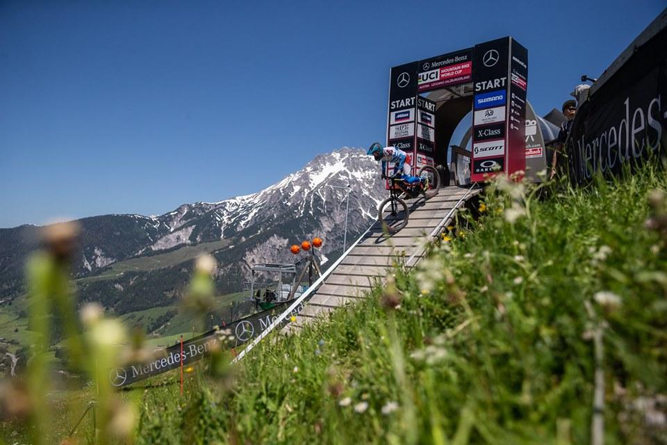 O domínio francês se manteve na prova masculina da terceira etapa da Mercedes Benz Copa do Mundo de Mountain  Bike Downhill, disputada em Leogang, na Áustria.  Loïc Bruni conquista sua segunda vitória no evento, a terceira dos franceses no evento. No feminino Tracey Hannah que vinha de um 3º lugar em Maribor e um 2º em Fort William conquista a vitória e se firma na liderança da competição